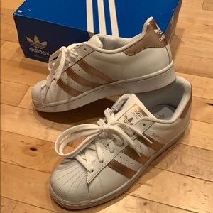 NWT Adidas Superstar in rose gold size 7.5